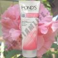 Осветляющая пенка для умывания Pond's White Beauty Facial Foam